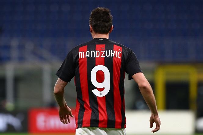 Giroud sẵn sàng thách thức lời nguyền số 9 ở AC Milan