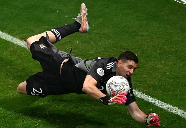 Người hùng Argentina đã thà nhận ít tiền, hơn là ở lại Arsenal