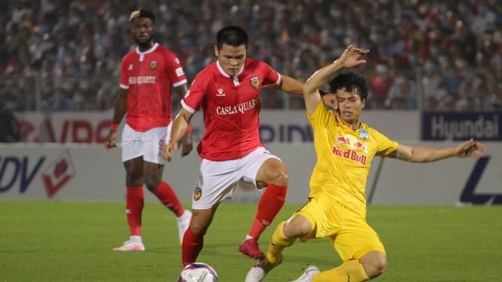 V.League hoãn quá lâu khiến cầu thủ sợ không lương, CLB lo tốn kém
